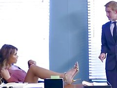 Brazzers - Cassidy Banks bekommt einige großen weißen Schwanz bei der Arbeit
