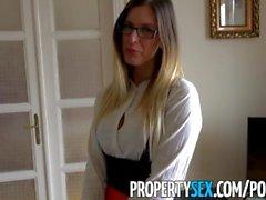 PropertySex - uzun bacaklı Macar emlakçı İngiliz müşteri sikikleri