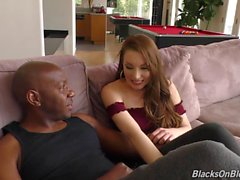 skank caliente tiene sesión de hacer el amor interracial con un semental colgado