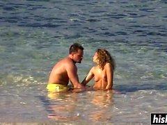 Irresistible Mädchen ficken am Strand
