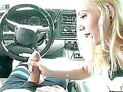 Dem Auto Bezahlte Hand mit der Böse Tätowierte Sexkontakte