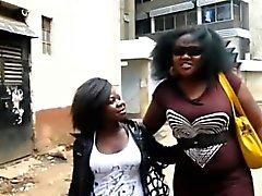 Svart lesbisk kvinna Binah till & Kehinde fan efter att ha tagit ett badrum