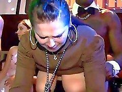 Groepsseks wilde patty bij nachtclub