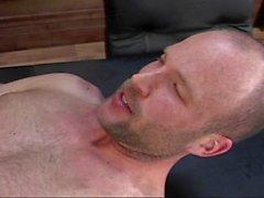Bitchboy obteve butt-fucked durante uma entrevista de trabalho