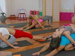FitnessRooms горячими подростков по большого курок гимнастики сексе втроем