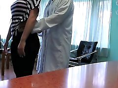 Le docteur fucks patient en reception en milieu hospitalier fake