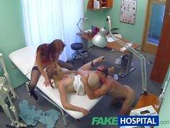 FakeHospital Sıcak hemşire üçlü doktor ve seksi hasta katıldı
