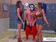 Jessica e Nikki prendono cazzo gigantesco di Evan in bocca umido e fori