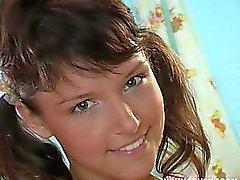 Busty Brünette Teenager Jenny Fuck Dildo