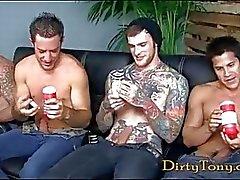 Nelosta ilkeä homo Hunks masturboi porno valu