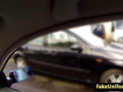prisonnier Facialized baise flic voiture
