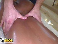 BANGBROS - Ebony MILF Amanda Dee ruft ihre Schwarze Dicke Titten Massiert