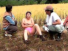 Bombasse asiatique et pris se masturber baisé dans Partouze en plein air