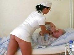 Дед пупсик трахает медсестре