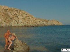 VIXEN Kendra Sunderland leidenschaftlicher Sex am Strand