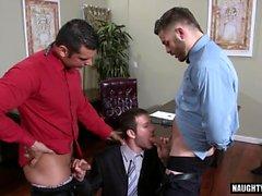 Threesome gay peludo e cumshot