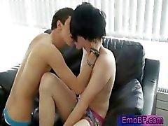 Pierced homo emo teini saada imetään