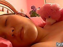 Código ASIN Pleasantheart Amai Liu adquire a Em Sua Face furos atacado por um galo ao dormir