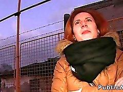 Halk içinde arabaya yerleştirilebilir vurmaya Czech redhead