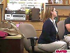 Senhora do negócio borracho fodeu no escritório
