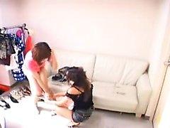 filles orientales Ravishing répondant à leurs besoins lesbiennes sur