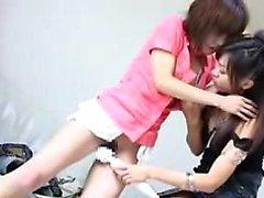 chicas orientales deslumbrante que cumplan sus necesidades de lesbianas