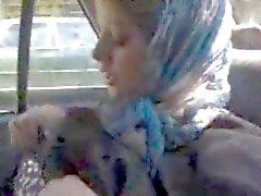 Arab gebe sürtük onu çıplak vücut gösteriliyor