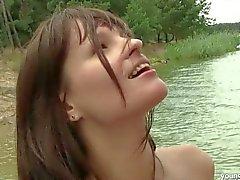 Brunette Varanda das dışarıda anspritzen büyük göğüsleri gets