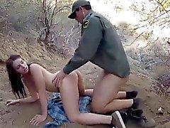 Weibliche Polizeibeamte lesbischen Kayla Westen war rüstig pa gefangen
