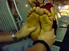 Vietnamesiskt kvinna foten gnid inom flygplatsen