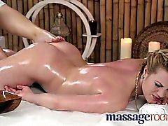 lesbiyanki-v-massazhnom-kabinete-video