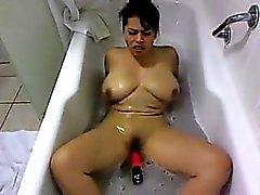 Latina Masturbates Inom badkars