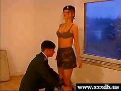 seksi genç hot ordu kız oral seks verir ve becerdin alır