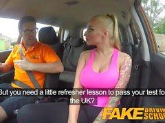 Fake Driving School Big Tits babe Fucks seu instrutor para passar seu teste