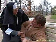Blonde niederländischen Nonne Abused