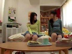étudiant japonais donne Main-