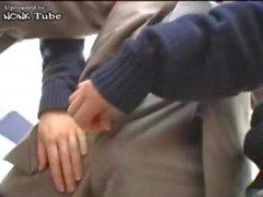 Japanische Schul Abuse Old Fat Guy In der U-Bahn