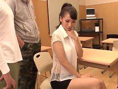 Yui Oba obtém galo fresco para bater em seu bichano e bunda