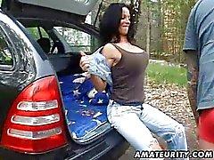 Busty amateur vrouw fucked hard buiten