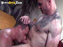 Sucking Daddys a percé Cock