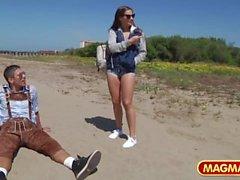 MAGMA FILM Abholung von Cassidy Klein am Strand