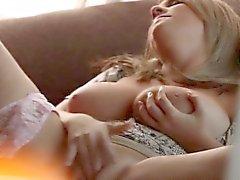 Индивидуальный блондинка потирая сладкий окне