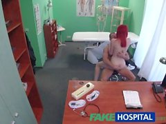 FakeHospital Sevimli redhead nakit doktor sürmek