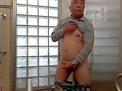 Japon yaşlı adamın masturbation penis sperm akar dikmek