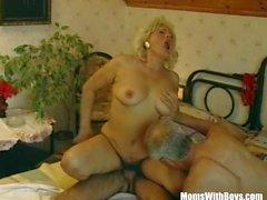 Haarige Muschi Blonde Mature tastete By Two Hahn