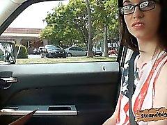 Nerd Amateur Teen Mädchen Tali Dava knallte auf dem Rücksitz