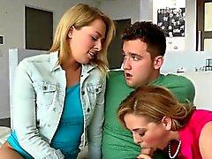Zoey And Cherie suga Steg farsa Stora deckare