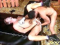 Marcelo направляющие кулаком задницу Росса , протягивая дыра .