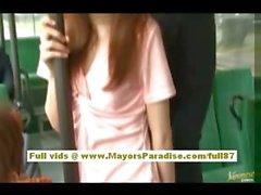 Di Rio Asia babe teen di ottenere la figa hairy fondled sull'autobus