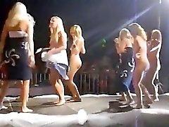 dança nua que é público